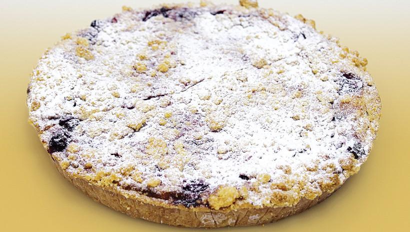 Cuña de chocolate blanco y cerezas
