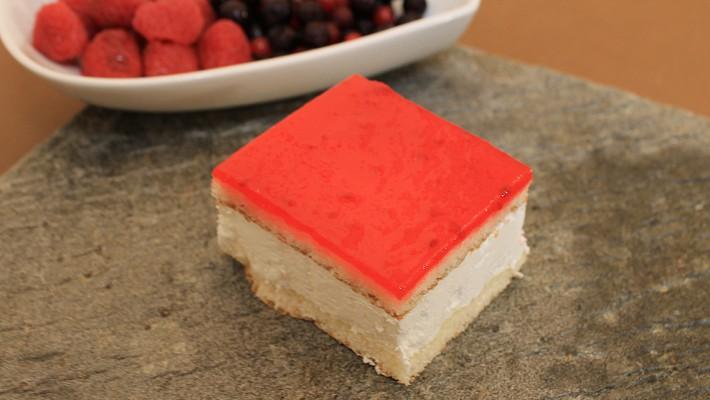 Plancha de queso con frambuesa